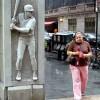 Фотоприколы туристов со статуями. (14 фото)