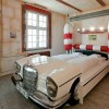 Рай для автолюбителей. Отель V8 в Штутгарте. (10 фото)