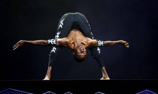 Йога. Самые необычные позы (14)