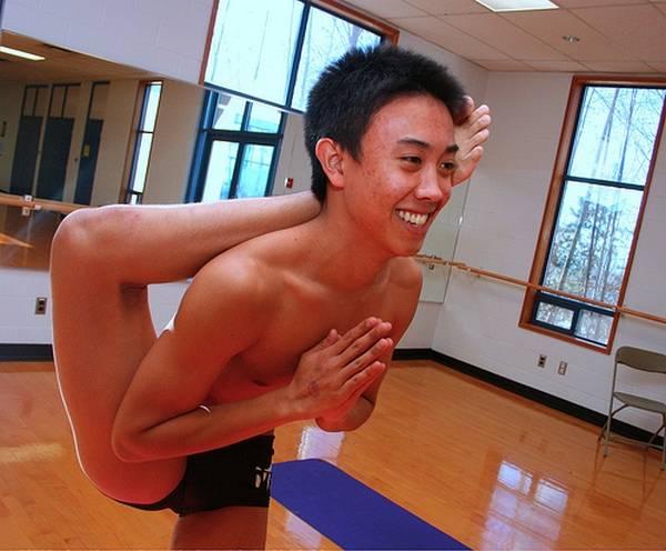 Йога. Самые необычные позы (6)