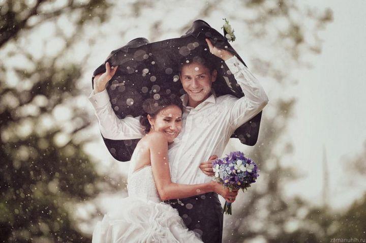 Красивые свадебные фотографии под дождем (15)