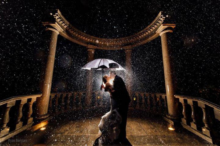 Красивые свадебные фотографии под дождем (14)