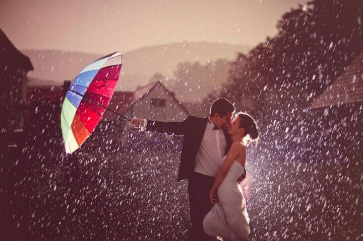 Красивые свадебные фотографии под дождем (11)