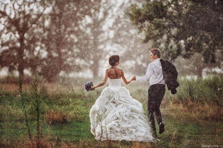 Красивые свадебные фотографии под дождем (10)