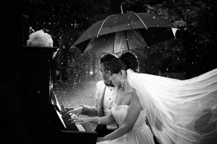 Красивые свадебные фотографии под дождем (8)