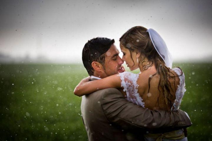 Красивые свадебные фотографии под дождем (2)