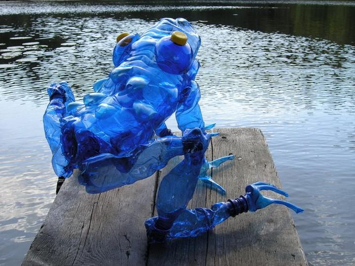 креатив, необычное, скульптуры из пластиковых бутылок (8)