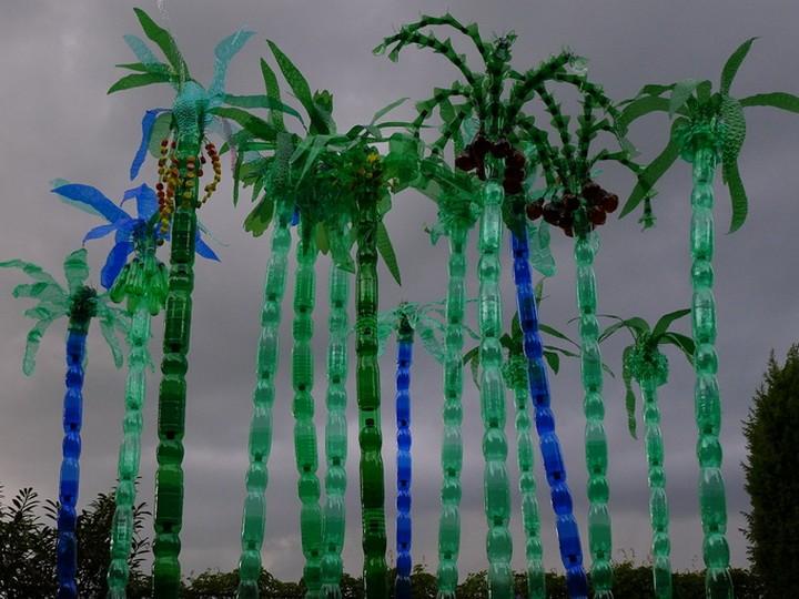 креатив, необычное, скульптуры из пластиковых бутылок (11)