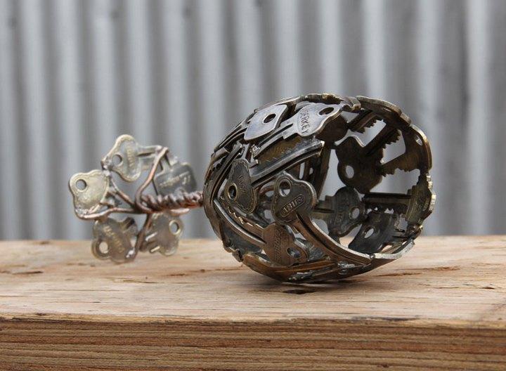 креатив, необычное, скульптуры из старых ключей и монет (7)
