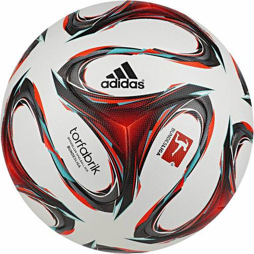 Чем интересны футбольные мячи Адидас? (1)