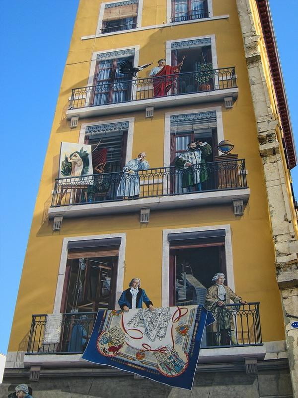 стиль рисунки на зданиях фото различных пород коты