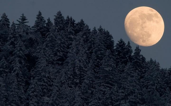 Фото. Самолеты на фоне луны и солнца. (18)
