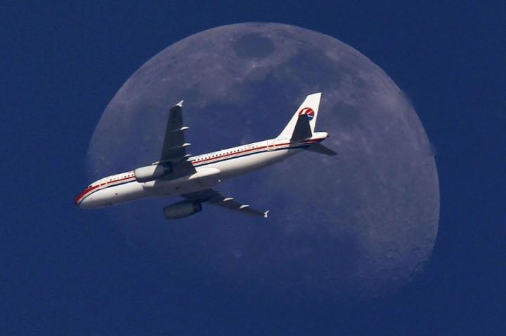 Фото. Самолеты на фоне луны и солнца. (12)