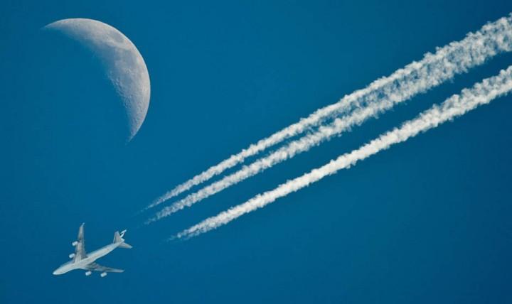 Фото. Самолеты на фоне луны и солнца. (10)