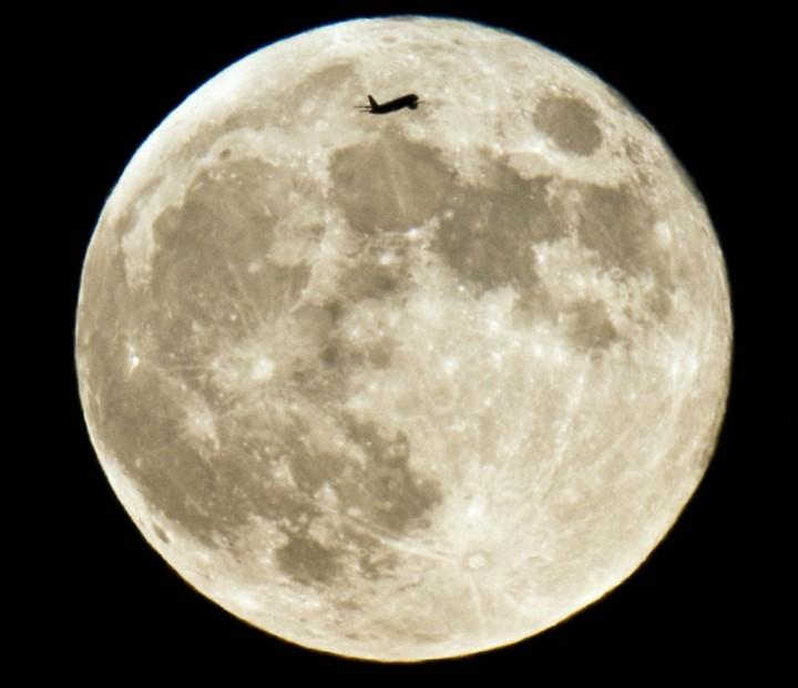 Фото. Самолеты на фоне луны и солнца. (16)