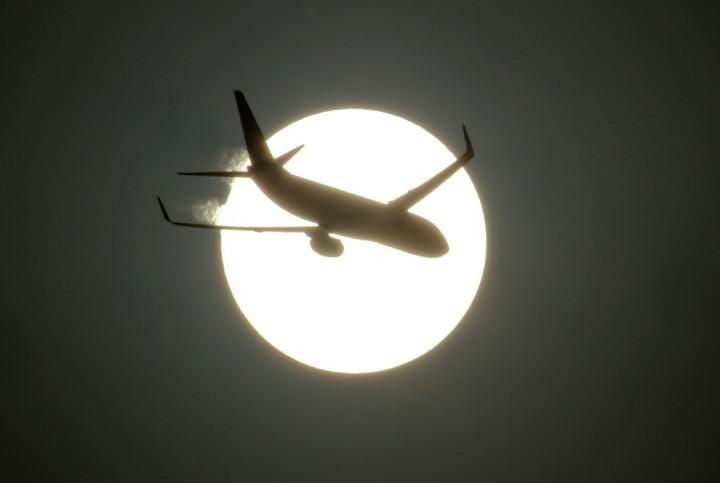 Фото. Самолеты на фоне луны и солнца. (15)
