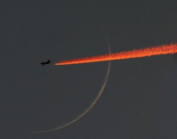 Фото. Самолеты на фоне луны и солнца. (13)
