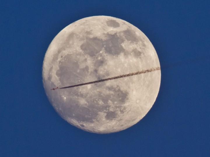Фото. Самолеты на фоне луны и солнца. (8)
