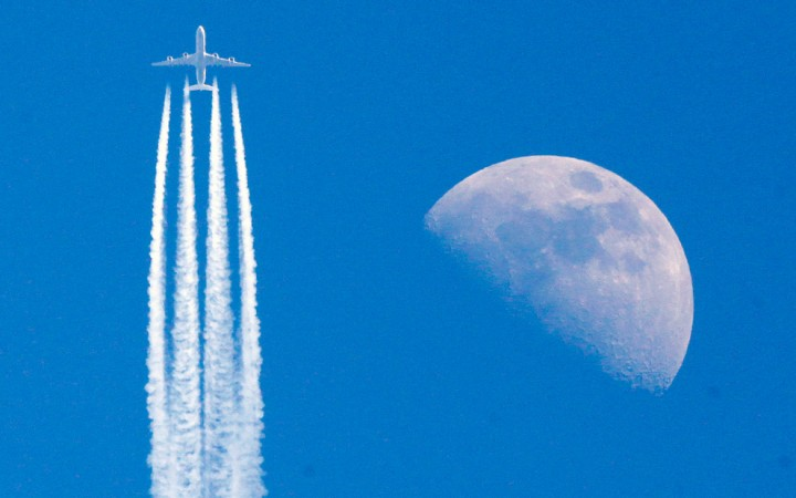 Фото. Самолеты на фоне луны и солнца. (2)