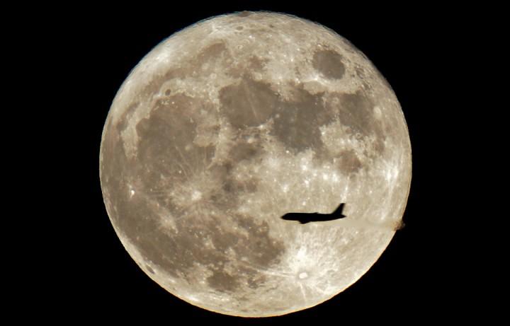 Фото. Самолеты на фоне луны и солнца. (17)