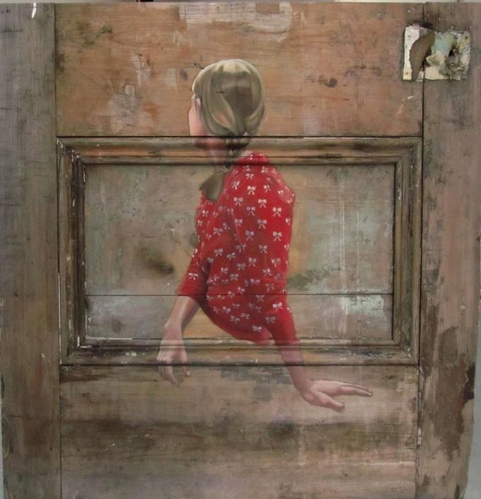 Фото. Интригующие картины на старых дверях. (2)