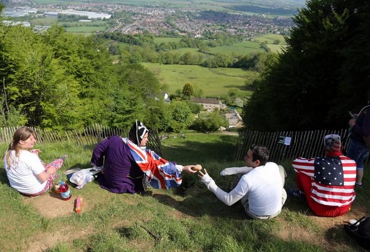 Сырная гонка в Англии (2)