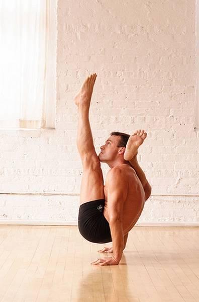 Йога. Самые необычные позы (21)