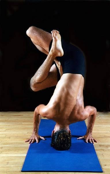 Йога. Самые необычные позы (15)