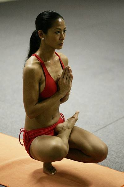 Йога. Самые необычные позы (8)