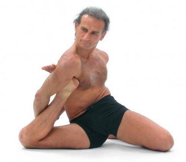 Йога. Самые необычные позы (5)