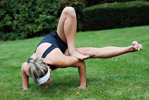 Йога. Самые необычные позы (3)