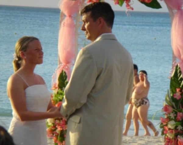 Какие фото не надо делать на свадьбах (5)