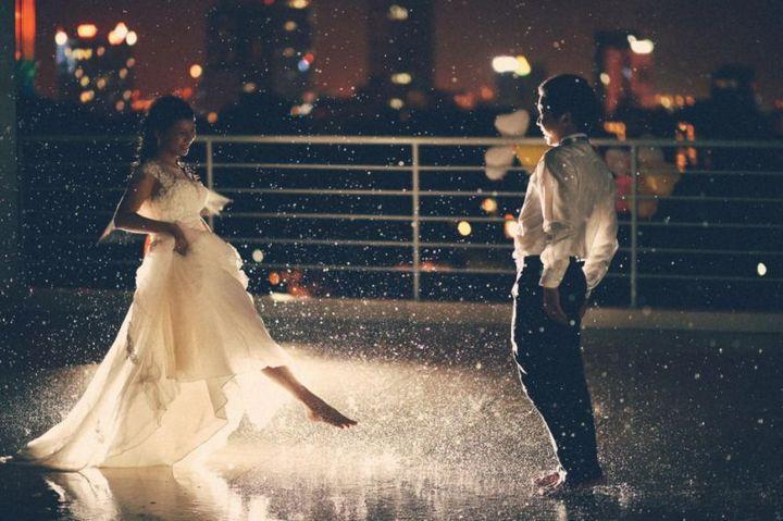 Красивые свадебные фотографии под дождем (12)