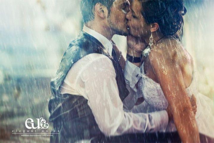 Красивые свадебные фотографии под дождем (7)