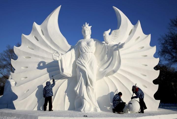 Фестиваль снежных и ледяных скульптур в Харбине (12)
