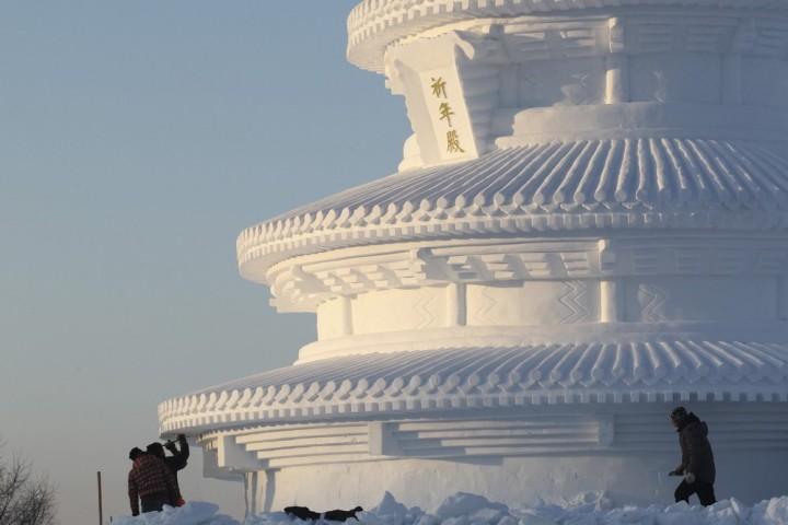 Фестиваль снежных и ледяных скульптур в Харбине (10)