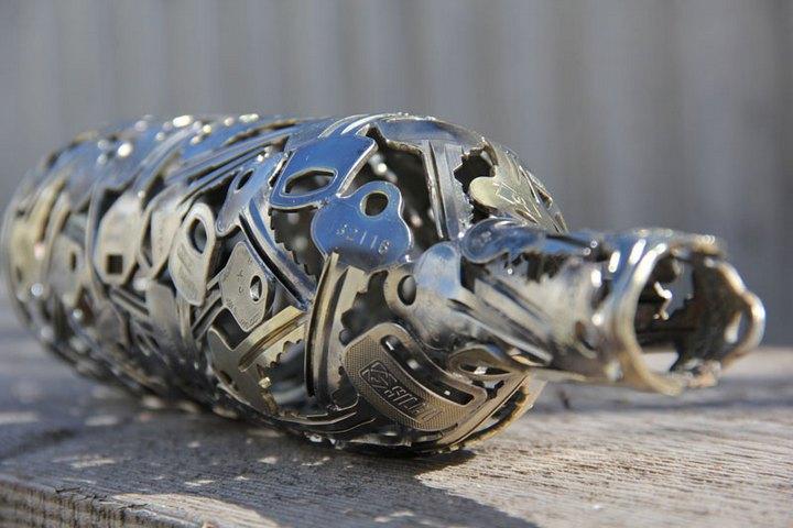 креатив, необычное, скульптуры из старых ключей и монет (8)