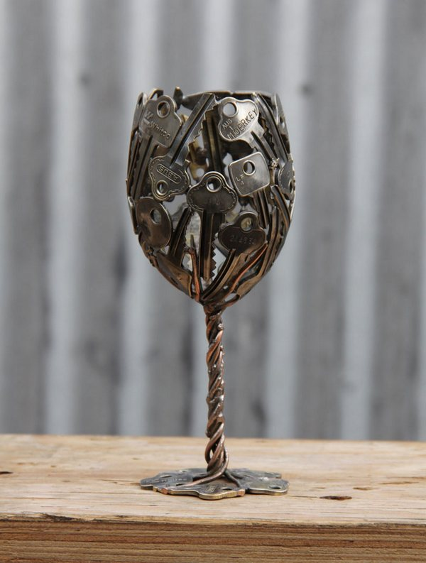 креатив, необычное, скульптуры из старых ключей и монет (6)