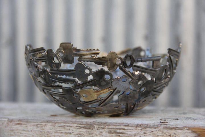 креатив, необычное, скульптуры из старых ключей и монет (4)