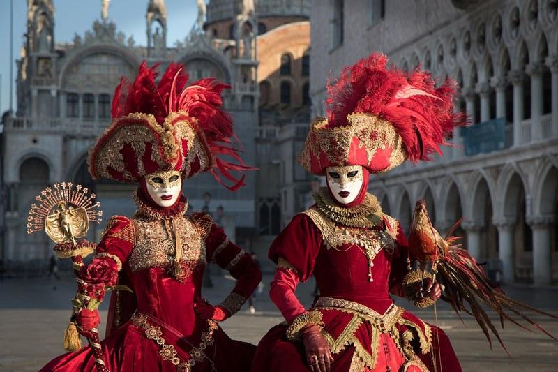 Традиционный Венецианский карнавал в Италии