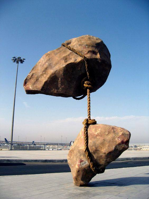 Скульптура в Каирском аэропорту