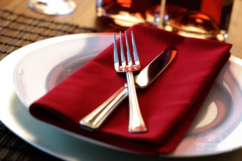 10 необычных правил поведения за столом